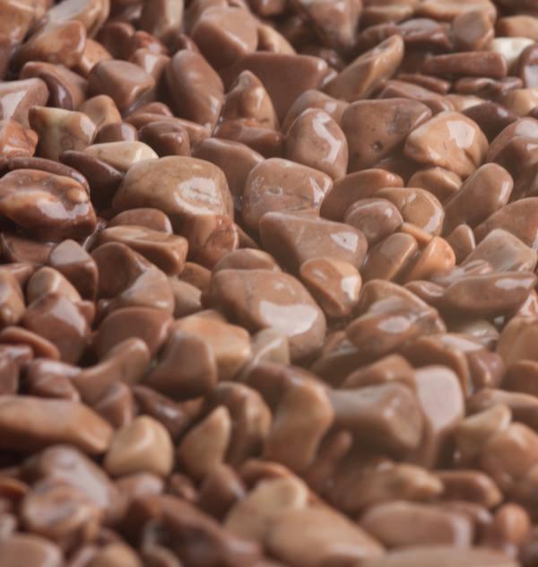 Hnedý kameň, mramor Mogano 5-8mm pre kamenné koberce